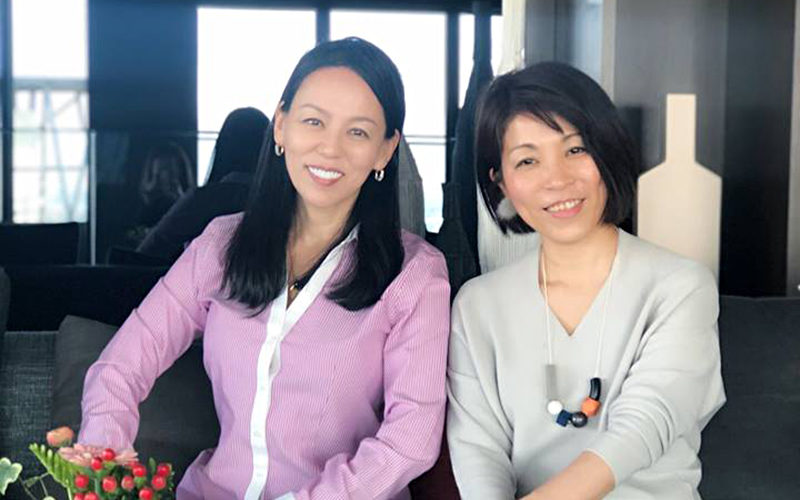 スピーチレッスン受講生 井上由美子さんとアキ・ソラーノ